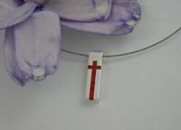 Krzyżyk z koralem na lince stalowej