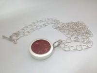 Wisior z koralem na łańcuchu , srebro